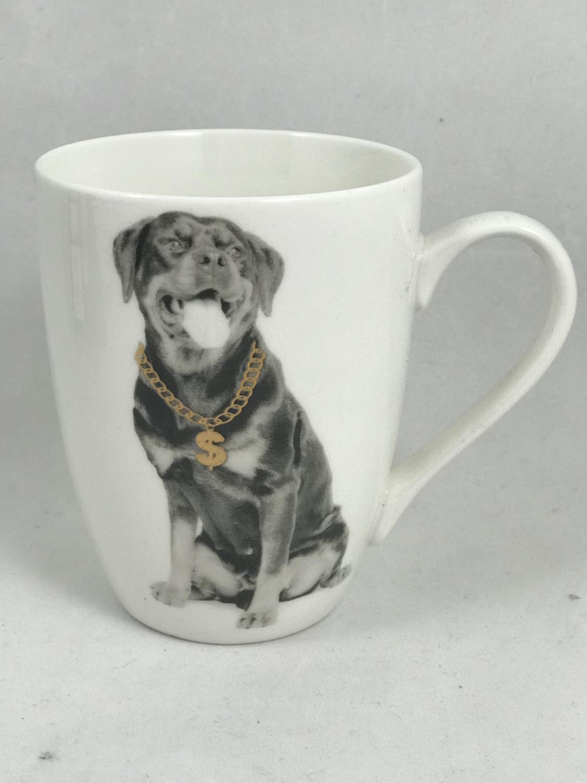 Krus hund med gullkjede. ROTTWEILWER